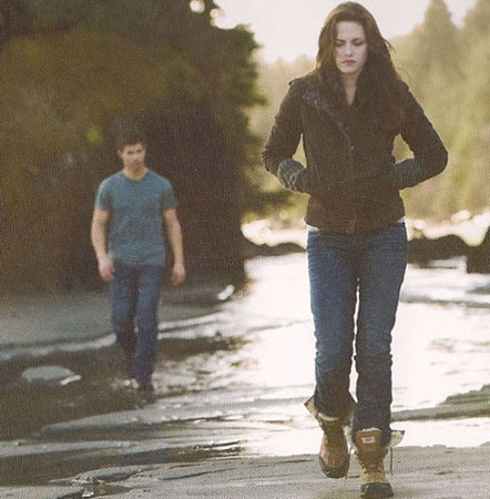 Taylor Lautner and Kristen Stewart in a scene from New Moon