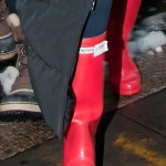 """Leighton Meester and Ed Westwick Wear the Same Red Hunter Rain Boots on """"Gossip Girl"""" Set!"""