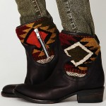 Trendspotting: Patterned Woven Blanket and Distressed Leather Boots